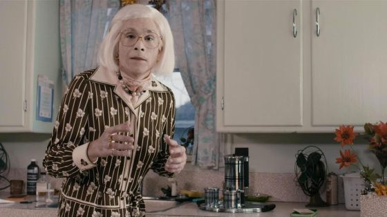 Martin Villeneuve as his grandmother in Imelda © Prends ça court !, 2014